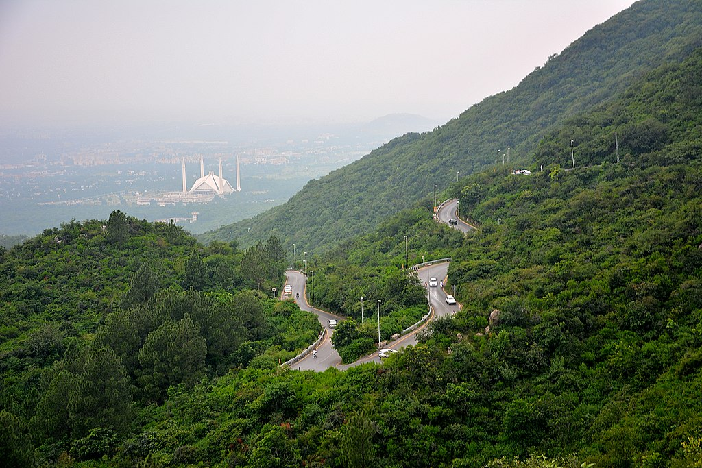 Faisal_Masjid_seen_from_Margalla_Hills-chaskaclub