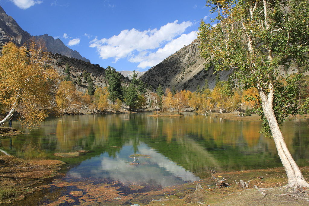 Naltar-lake-in-Autumn-Gilgit-chaskaclub